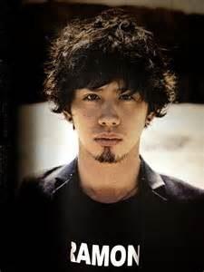 『ONE OK ROCK』祝アルバムランキング1位!vo.takaとは?